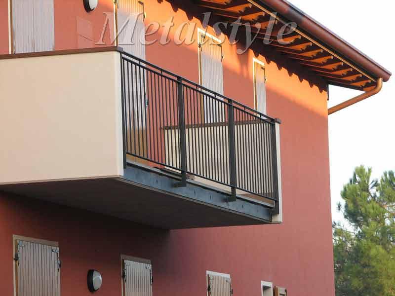 balaustrade railing parapet balcony wrought iron 02