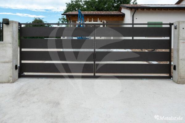 cancello scorrevole a doghe orizzontali