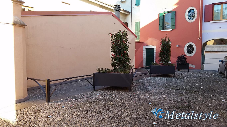 fioriere ferro 01 - arredo urbano protezioni lattoneria coperture